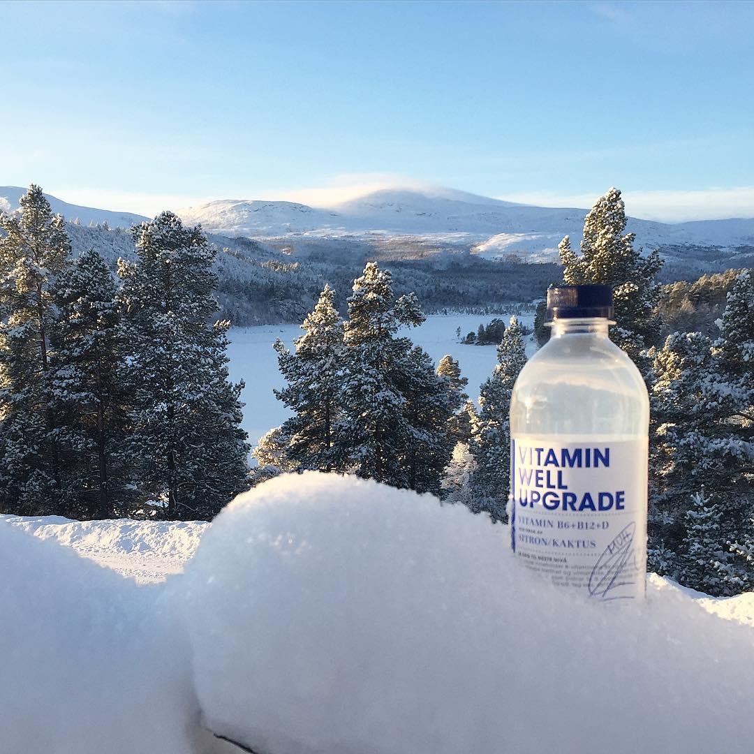 Noen av dere som er så heldige å ha eller skal på vinterferie? Da må dere ikke glemme å bruke hashtag #vitaminwellpåski i skibilder og gjerne med en flaske Vitamin Well ✨ ? 1. Mars trekker vi enda en som vinner skiantrekk fra Swix, skisko og ski m/ binding fra Madshus! Nyt snøen så lenge den varer!! #swix #madshus #vitaminwellnorge